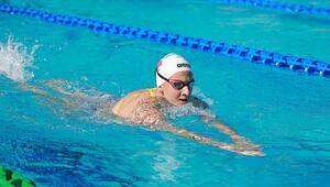 Milli yüzücü Beril Böcekler Fransada şampiyon oldu