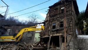 İnegölde risk oluşturan 10 metruk bina yıkıldı