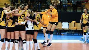 VakıfBank, Fenerbahçeyi devirdi ve liderliğini sürdürdü