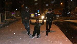 Adıyamanlılar karın sevincini yaşadı