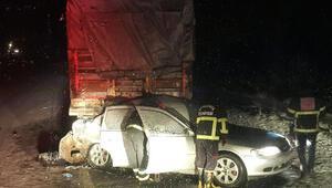 Şanlıurfada otomobil kamyona çarptı: 3 ölü, 1 yaralı