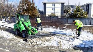 Büyükşehir Belediyesi, kar yağışına karşı önlemlerini alıyor