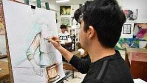 Öğrencilerin resimleri Valilikte sergileniyor