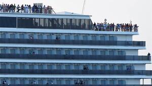 Koronavirüs şüphesiyle reddedilen gemi Kamboçya'da demirledi