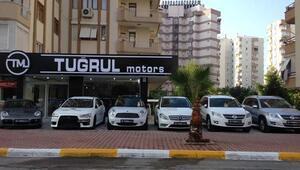 Lüks otomobilleri sattı 73 milyon topladı saatler içinde sırra kadem bastı