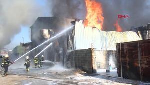 Son dakika haberi: Boya imalathanesindeki yangın deri imalathanesine sıçradı