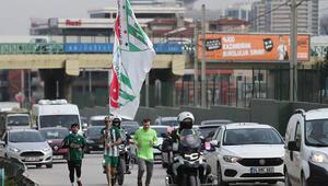 14 Şubat Sevgililer Günü'nde yaklaşık 15 kilometre koşan üç Bursaspor taraftarı