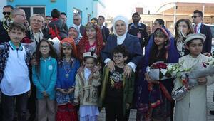 Emine Erdoğandan Pakistandaki Maarif Okuluna ziyaret