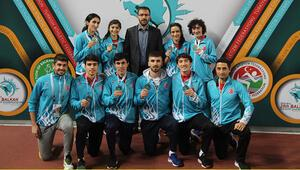 Milli atletlerden Balkan Salon Şampiyonasında 16 madalya