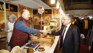 Başkan Büyükkılıç, yöresel ürünler fuarını ziyaret etti