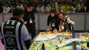 İzmirde robot tasarlayan çocuklar yeteneklerini sergiledi