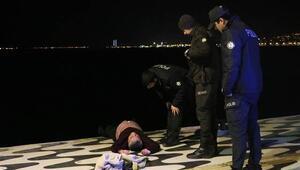 İzmirde denize düşen bir kişiyi polis kurtardı