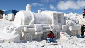 Doğu Ekspresinin kardan heykelini yapıp, Ardahana getirilmesini istediler