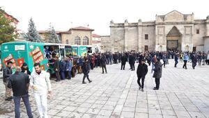 Aksaray Belediyesi vatandaşları çorba dağıttı
