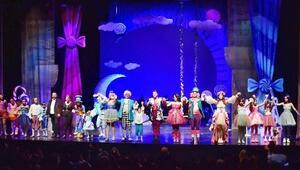 'Wolfie Harikalar Operasında' sahnede