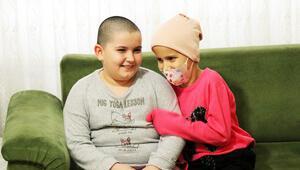 Kanser olan arkadaşı için saçını kazıttı