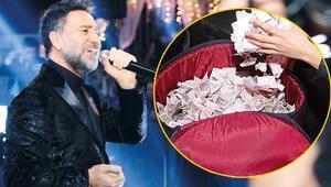 İzzet Yıldızhanın sahnesine para yağdı
