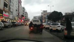 Çocukların trafikte ölümle oyunu kamerada