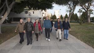 Emekli evi üyeleri sağlık için yürüyor