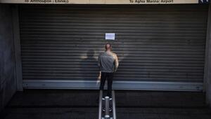 Son dakika haberi: Yunanistanda hayat tamamen durdu Seferler iptal oldu, internet siteleri haber bile giremedi