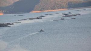 Barajda teknesi bulunan kayıp balıkçı aranıyor