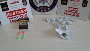 Uyuşturucu satan 2 kişi gözaltına alındı