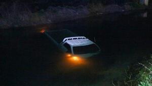 Kanala devrilip, suya gömülen araçtan kendileri çıktı