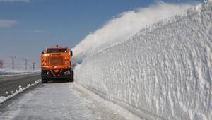 Yüksekovada karla mücadele