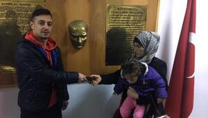 Suriyeli kadın, yolda bulduğu cüzdanı sahibine teslim etti