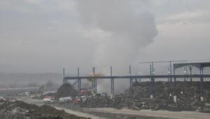 Bartında demir-çelik fabrikasının hurdalığında yangın