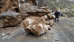 Faciadan dönüldü Dev kaya parçası...