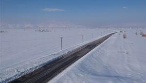 Şemdinli - Yüksekova yolu çığ nedeniyle ulaşıma kapandı