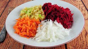 Rengarenk bir salata Vitamin ve antioksidan deposu