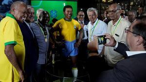 Brezilyada 1970 Dünya Kupası zaferinin 50. yılı anısına Pele heykeli açıldı