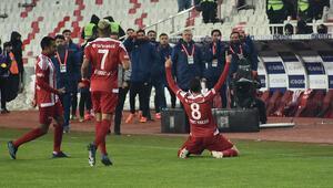 Son Dakika   Mert Hakan Yandaşın hareketi olay oldu Sivasspor-Alanyaspor maçında...