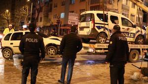 Polis aracına çarptı: 2si polis, 3 kişi yaralandı...
