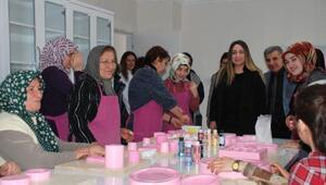Suriyeli kadınlar katıldıkları kurslarla meslek sahibi oluyor