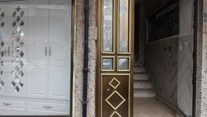 Sultangazide ilginç olay Kapıyı çaldılar, gerçek apartman sahibini arayınca ortaya çıktı