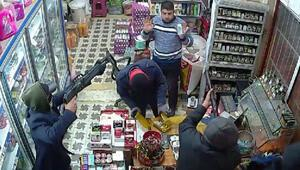 Adanada bir market 5 kişi tarafından böyle gasp edildi