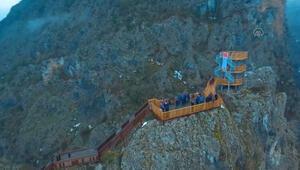 Valla Kanyonuna yaptırılan seyir terası hizmete girdi