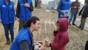 Adıyamanda depremzede çocuklara oyuncak ve kırtasiye yardımı