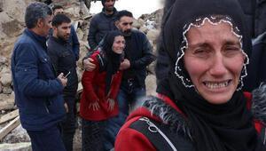 Depremde eşi ve 3 çocuğunu kaybeden kadının feryadı yürek dağladı