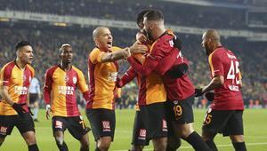 Galatasarayda ayrılmaz ikiliye ödül Ömer Bayram ve Donk...