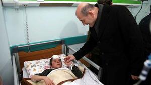 Bakan Soylu, depremde yaralananları ziyaret etti