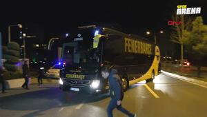 Fenerbahçeli taraftarlar Samandırada takım otobüsüne saldırdı