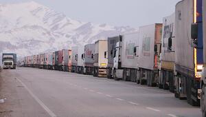Son dakika haberler: İran sınırında 5 kilometrelik kuyruk oluştu... Sınırda son durum