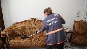 Talasta yaşlılara temizlik hizmeti veriliyor