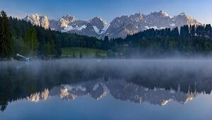 Avusturyadaki Kara Göl görenleri hayran bırakıyor