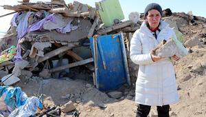 Başkalede deprem bölgesinde inceleme Briket ve taşları çamurla bağlamışlar