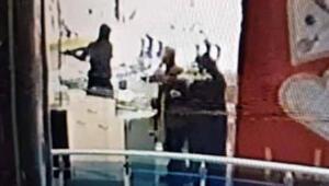 Kuyumcu çalışanı: Kafama silah dayayıp, rehin aldılar